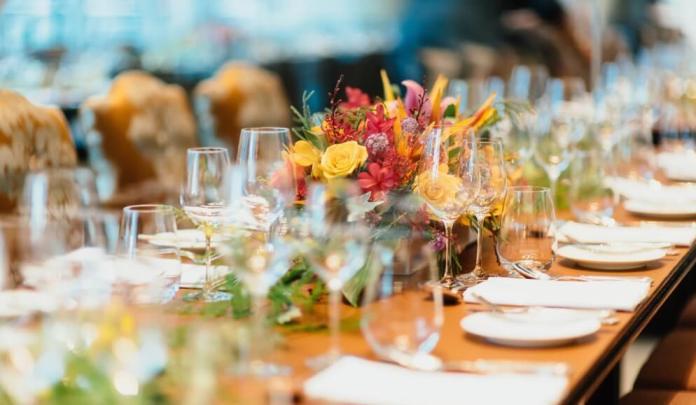 arranging_table_2 event management