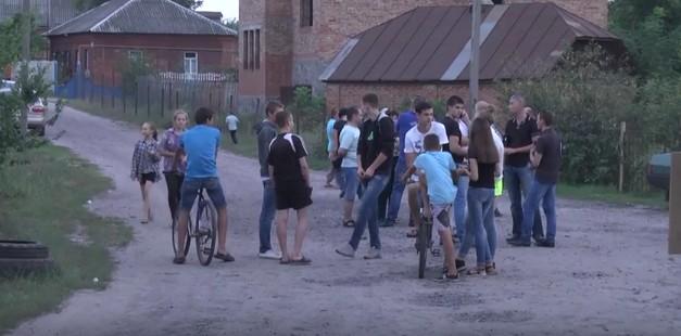 Опять цыгане!: В Полтавской области разъяренные цыгане напали на детей с топорами