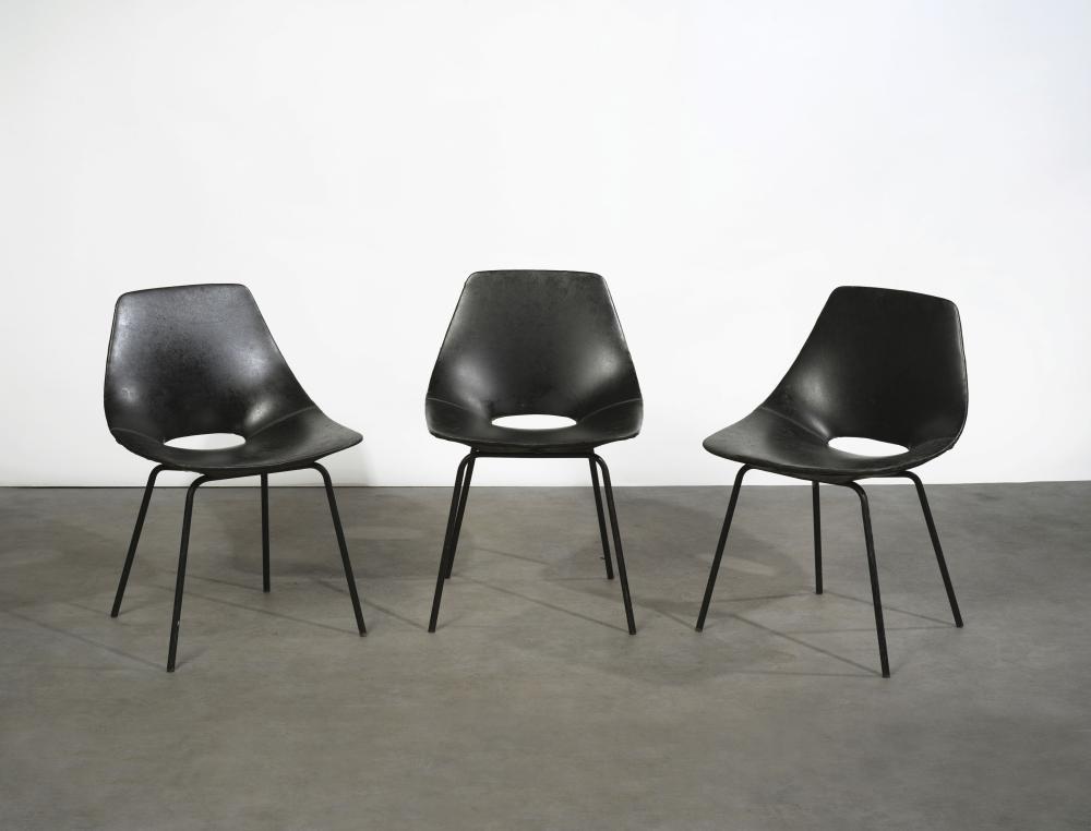 pierre guariche 1926 1995 serie de 3 chaises tonneau simili noir et metal laque noir