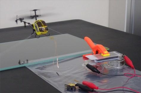 リチウム空気電池による玩具のヘリコプターの動作実証実験