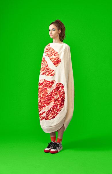 「生肉ドレス」の画像検索結果