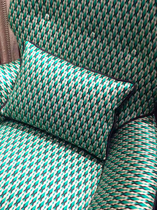 Se siete alla ricerca di tessuti di qualità per rivestire poltrone, divani e sedie o per impreziosire gli ambienti di casa con tendaggi di alta qualità,. Serpentino Dedar Tessuti Divani E Poltrone Italian Vintage Sofa