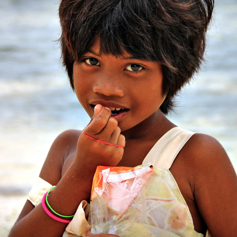 Beautiful kids in Siargao, Philippines © Sabrina Iovino | via @Just1WayTicket