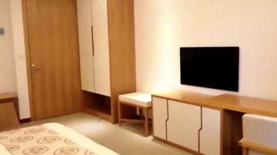 chambre armoires table meuble tv
