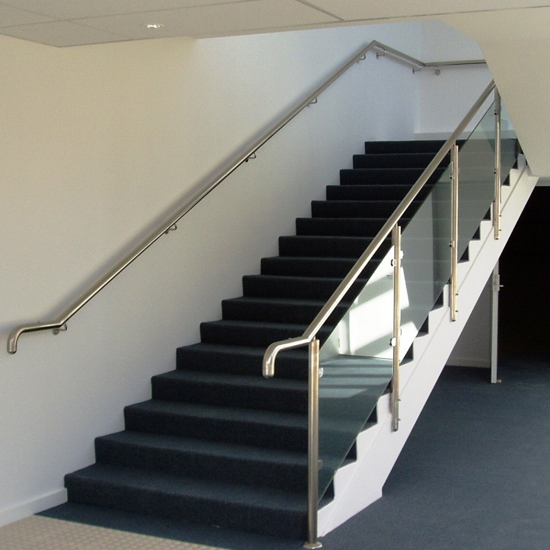 China Modern Handrail Design Indoor Stainless Steel Railing Glass | Stair Railing Design Glass | Basement Stairs | Modern Staircase | Stair Treads | Oak Staircase | Stainless Steel Railing