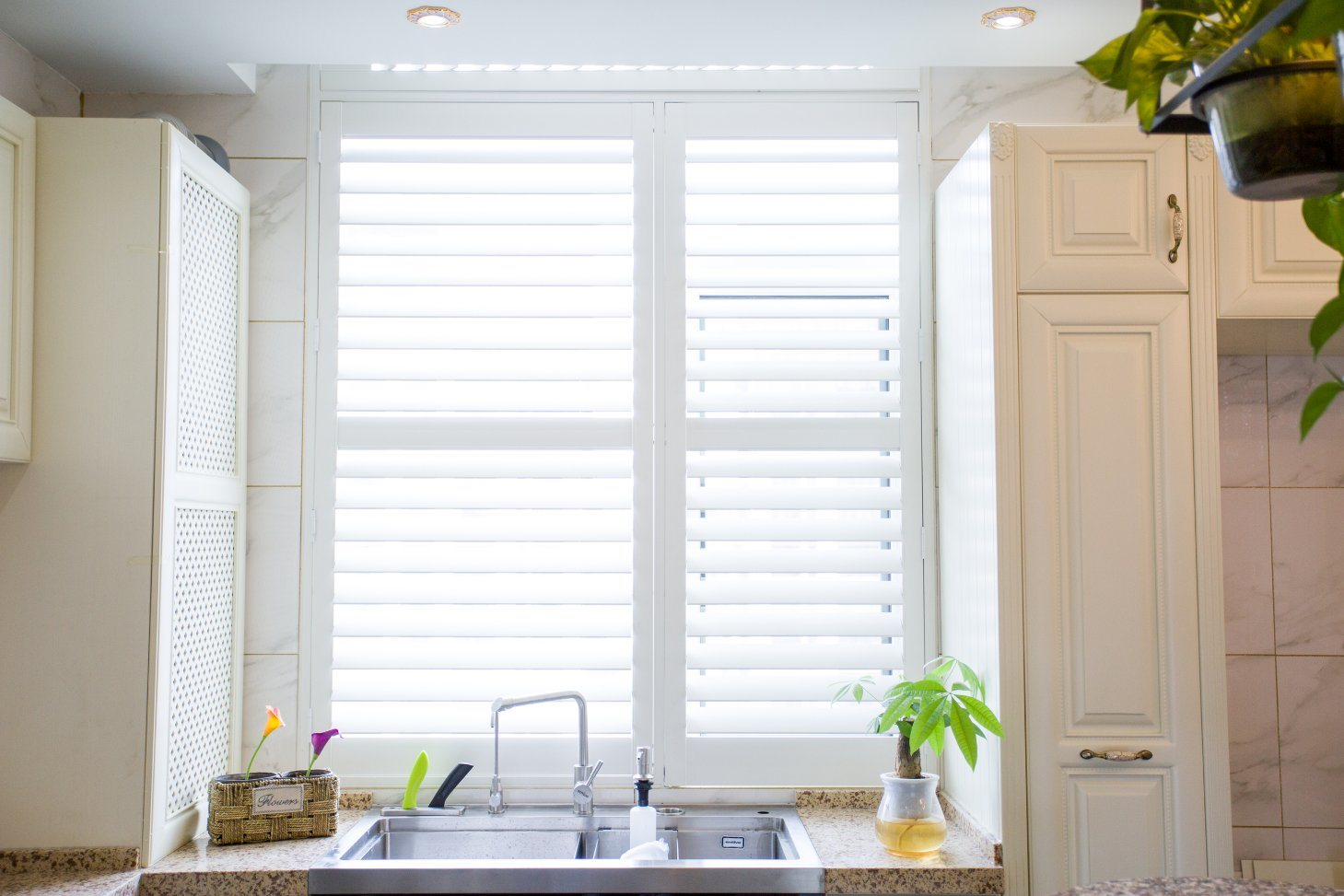 Hot Item Pvc Faux Wood Plantation Shutters