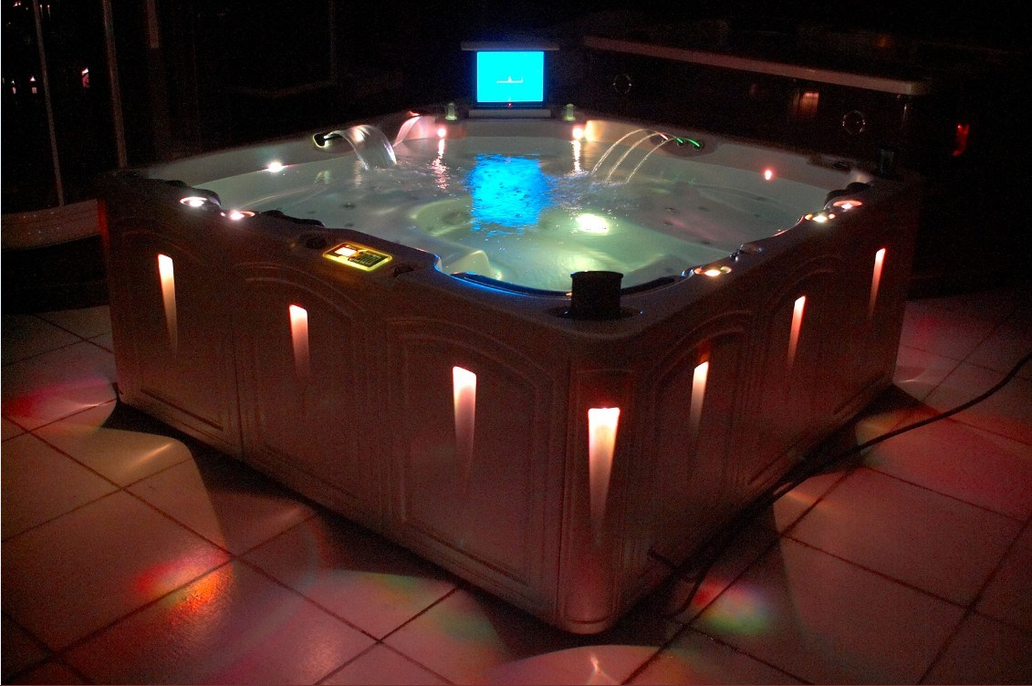 China Jacuzzi SPA Hot Tub SPA Pool With TV Elegance