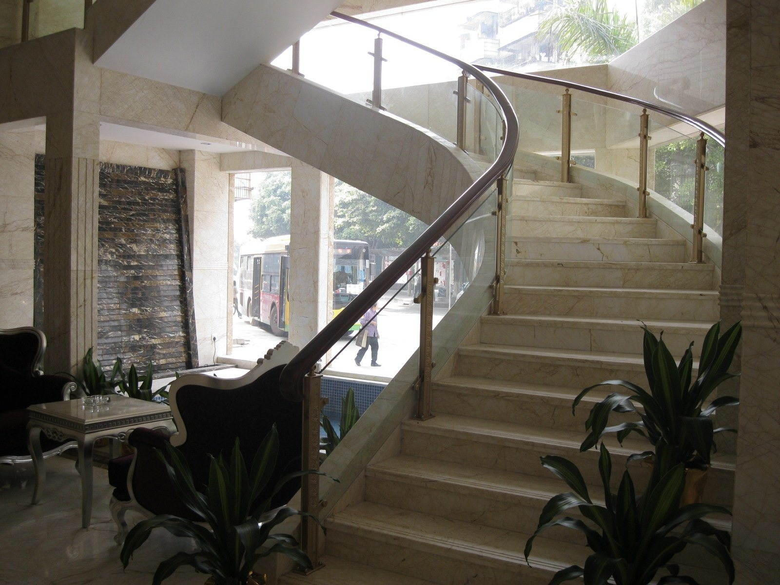China Luxury Aluminum Decking Stair Rails With Clear Safe Glass | Glass Hand Railing Design | Fancy | Street Railing | Commercial | Outdoor | Glass Etching