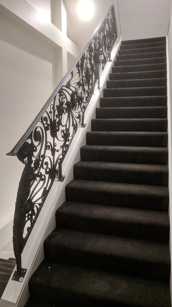China Indoor Wrought Iron Stair Railing Interior Staircase | Iron Handrails Near Me | Iron Balusters | Gates | Fence | Stair Parts | Iron Stair Railings