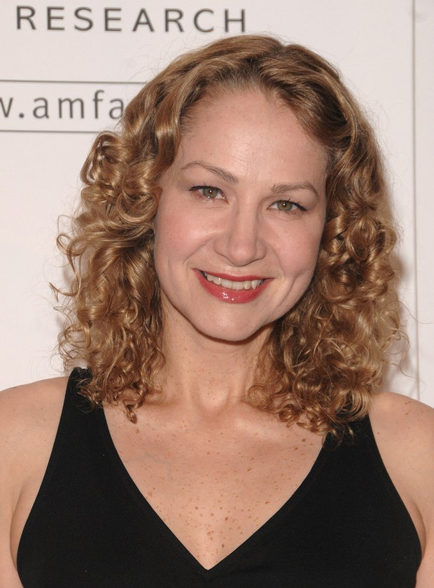 Joan Osborne Coming To The Iron Horse Music Hall In