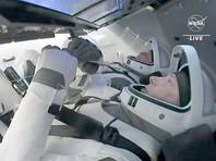 Американский пилотируемый космический корабль Crew Dragon-1 в воскресенье после расстыковки с Международной космической станцией (МКС) и автономного полета продолжительностью 6,5 часов совершил успешную посадку на море