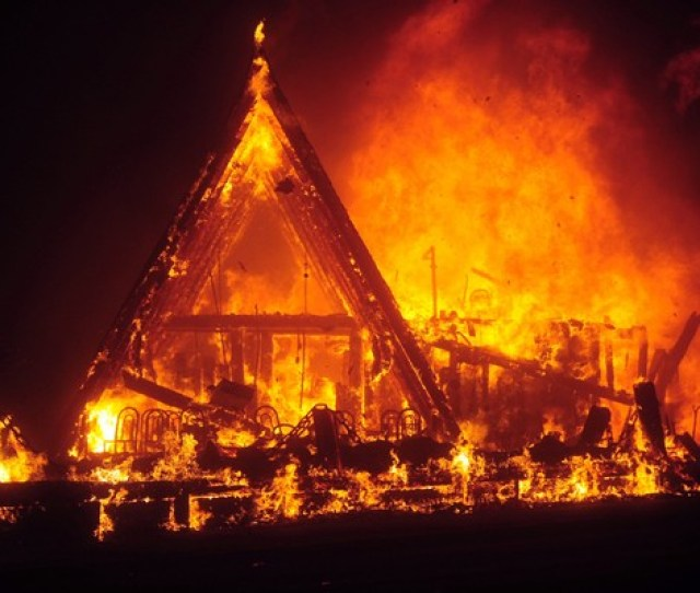 The Camp Fire Rages Through The Town Of Paradise Calif The Giants And 49ers