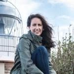 María Oruña en el Faro de Suances
