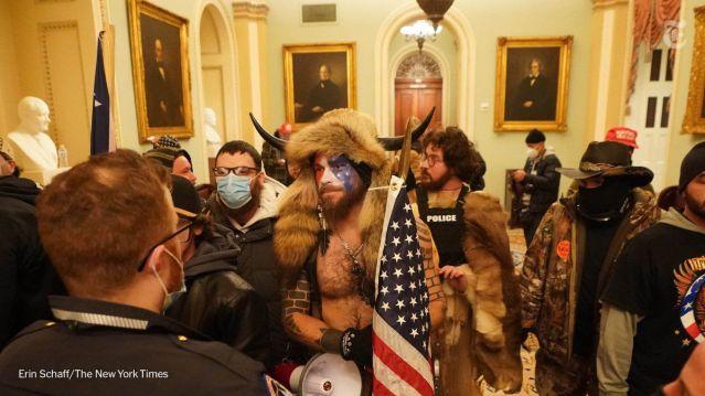 BREAKING - Le Capitole pris d'assaut par les partisans de Trump. Evacuation en cours