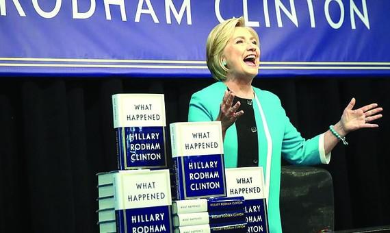 Sách mới của bà Clinton bán chạy
