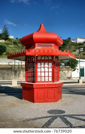 Red kiosk in Foz do Arelho