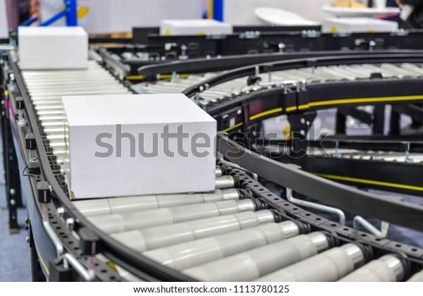 https www shutterstock com fr image photo cardboard boxes on conveyor belt transportation 1113780125