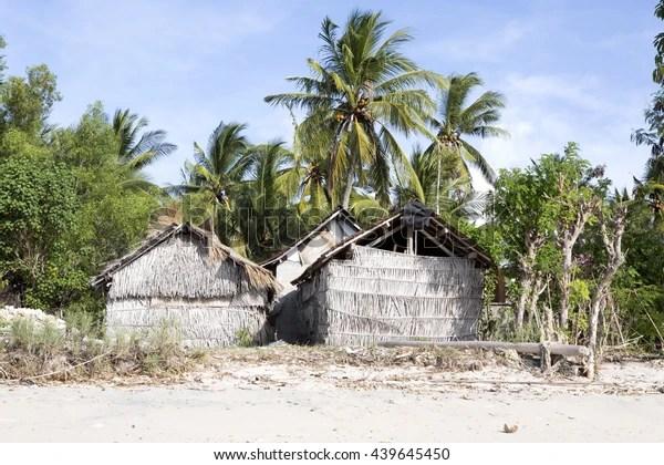 Houses Poor Farmers Seaweed Nusa Penidabali Stock Photo Edit Now 439645450