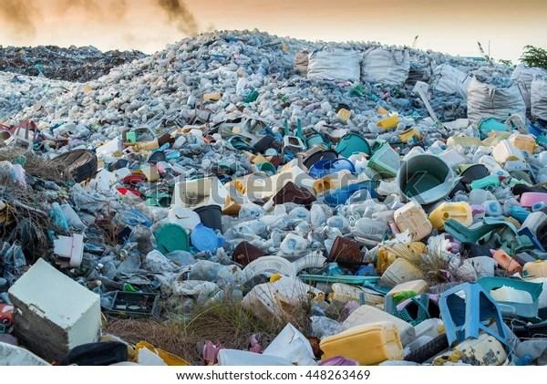 Plastic Waste Dumping Site Stockfoto (Jetzt bearbeiten) 448263469