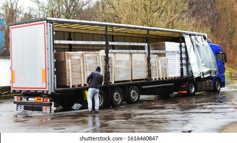 https www shutterstock com de image photo truck arrived delivery driver moving while 1616460847