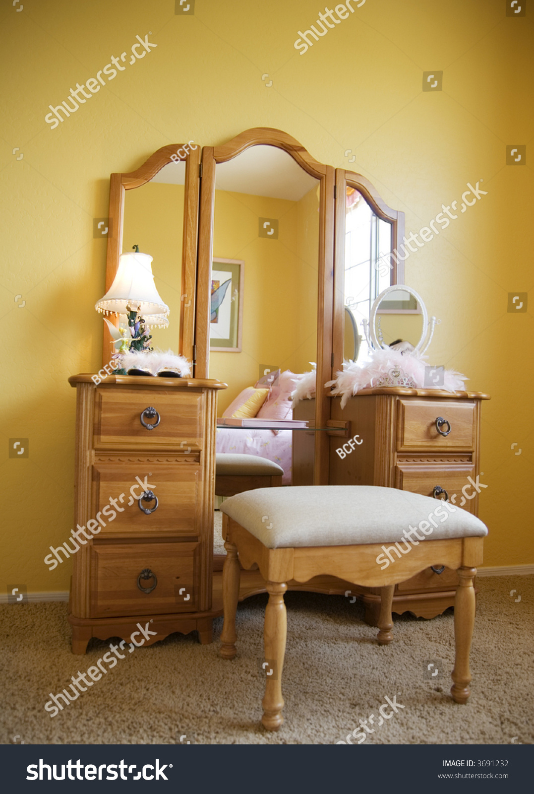 Young Female Bedroom Furniture, A Pretty Makeup Dresser ... on Makeup Bedroom  id=53569