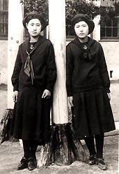 福岡女学院日本最古のセーラー服