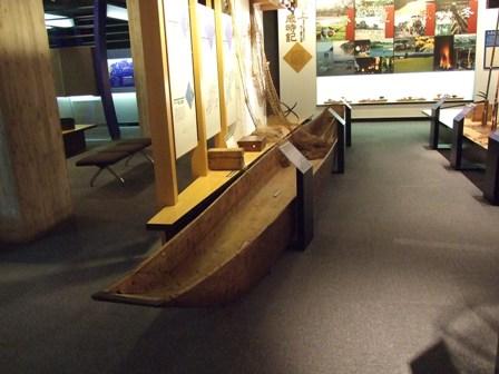 木彫りの船