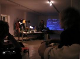 niemand hat macht netzwerken / selbstermächtigung lecture / performance / projection : starsky foto : osaka