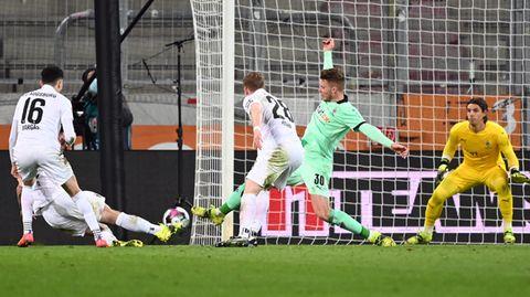 https www stern de sport fussball bundesliga gladbach spielt augsburg an die wand und verliert 30431830 html