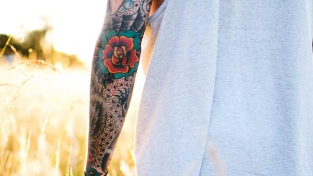 Frisch gestochen: Sieben Tipps, wie du dein neues Tattoo richtig pflegst