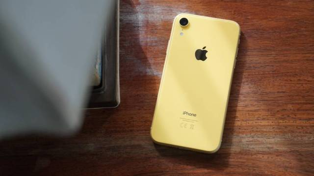 Unser Testmuster des iPhone XR ist sonnig-gelb.