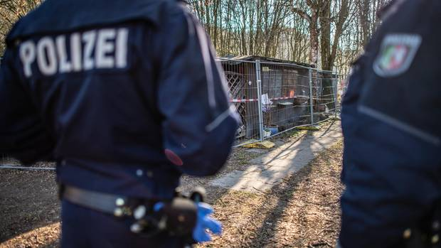 Policemen on a campsite in Lügde as a photo for news from Germany