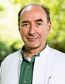 Professor Gustav Dobos, 63, will Menschen dazu ermuntern, mehr Verantwortung für die eigene Gesundheit zu übernehmen