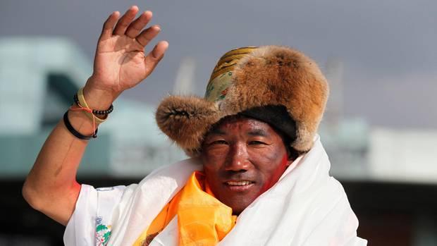 Sherpa Kami Rita sets new Everest record