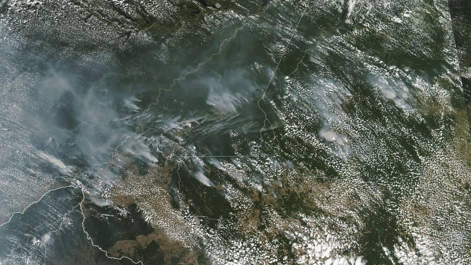 Vista aérea del incendio forestal en Brasil