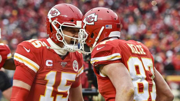 Sport compact: Patrick Mahomes and Travis Kelce celebrate a touchdown