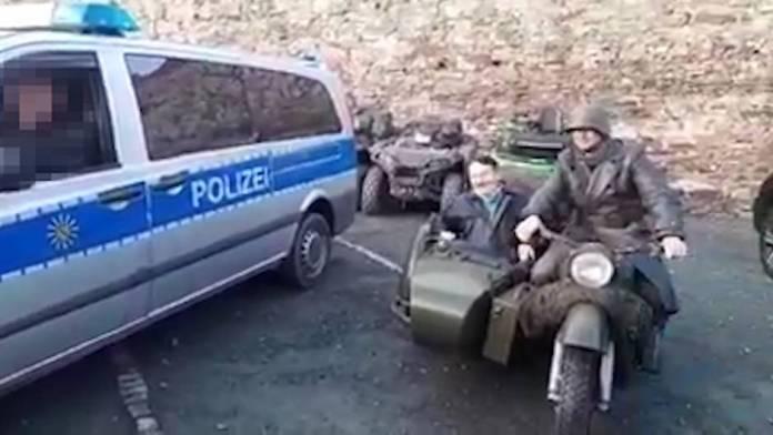 Hitler-Imitator sorgt für Ärger bei der Polizei Sachsen