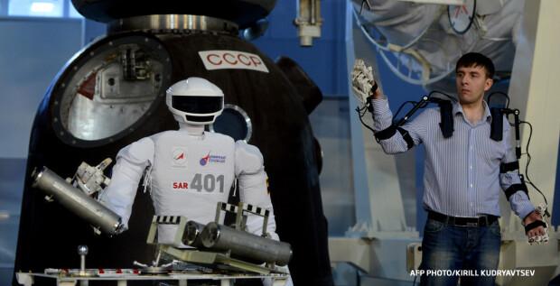robot rus astronaut