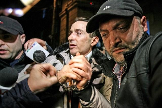 Radu Mazare paraseste la sediul DNA, in Bucuresti, luni, 16 martie 2015. Primarul Radu Mazare a fost retinut de procurorii anticoruptie, intr-un dosar deschis dupa ce edilul a fost reclamat la DNA de Agentia Nationala de Integritate