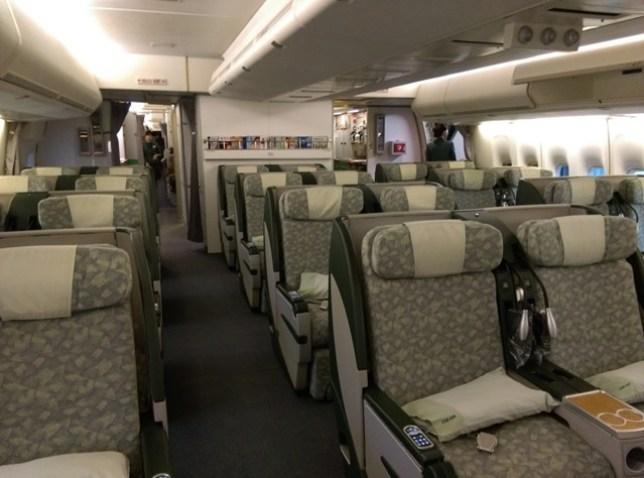 fly09 201503飛香港也有商務艙喔 怎麼這麼好