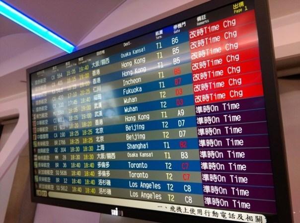1104 201510台北香港 才3號風球 就delay這麼嚴重喔!!