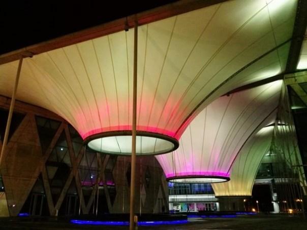 111108 鳳山-大東文化藝術中心 大漏斗造型點上燈更吸睛