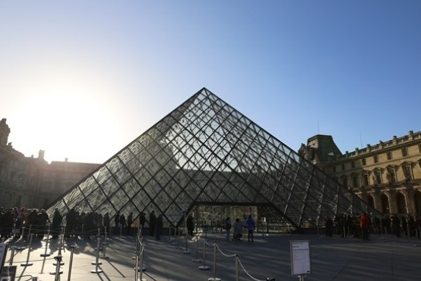 11111004 Paris-巴黎羅浮宮Musee du Louvre 三寶還有勝利女神跟斷臂維納斯