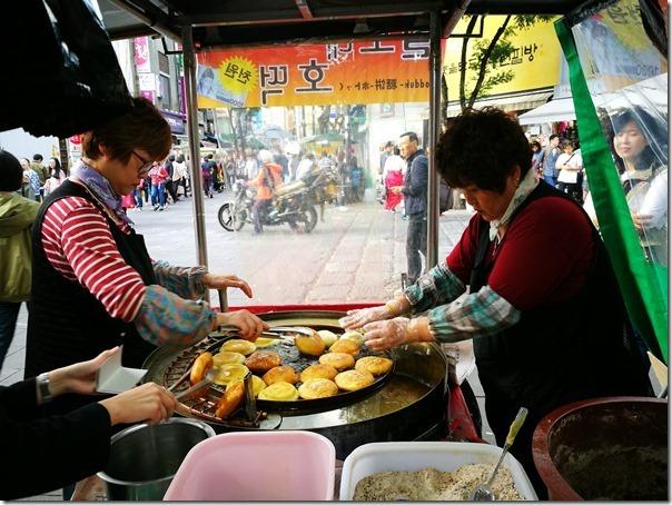 koreansugercake3_thumb Seoul-首爾街頭小吃糖餅 外酥內甜 天冷好夥伴