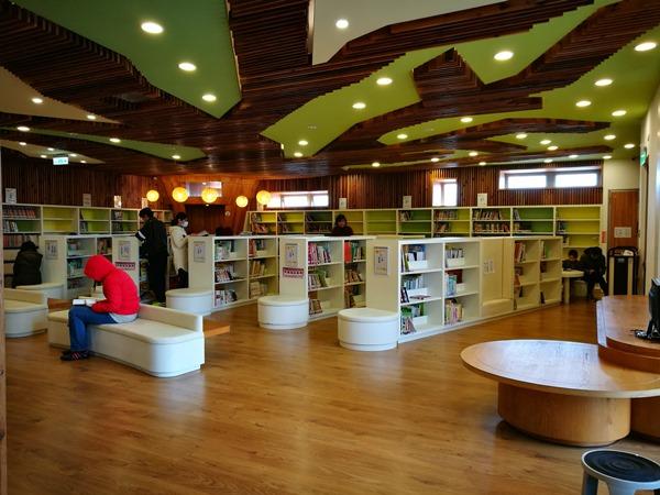 library 中壢-龍岡圖書館 最美的圖書館最文藝的時光