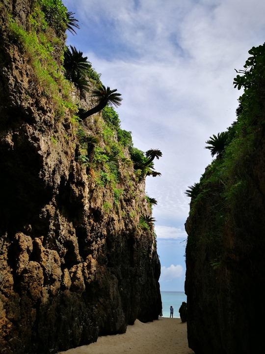 bisenowarumi010102 Okinawa-備瀬のワルミ備瀨一線天 通往聖地的入口