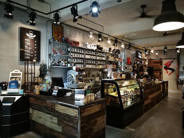 twoha05 桃園-二哈咖啡 小巷內超級英雄陪你一起喝咖啡