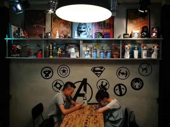 twoha11 桃園-二哈咖啡 小巷內超級英雄陪你一起喝咖啡