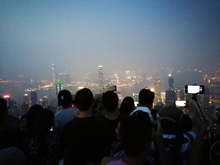 thepeak18 HK-擁擠的太平山The Peak 太平山夜景香港城市的擁擠
