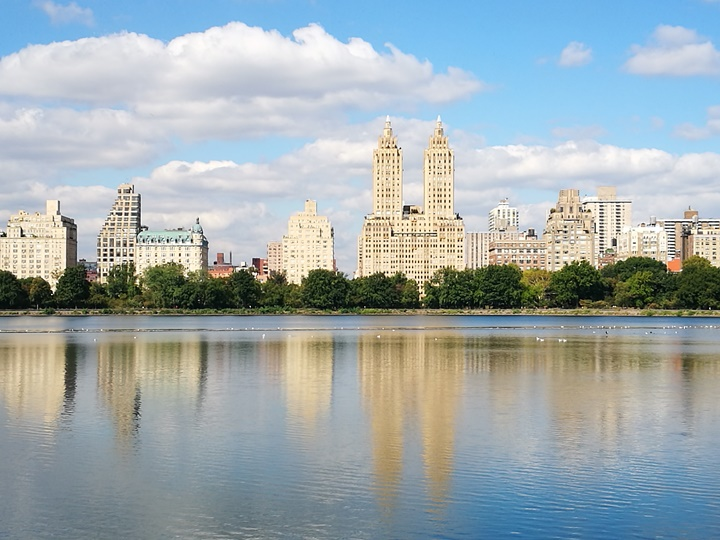 centralpark05 New York-果真大蘋果之紐約真好玩 中央公園 躺著曬太陽也愜意的好所在